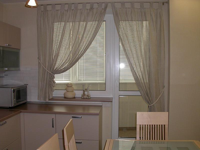 Дизайн штор окна с балконом